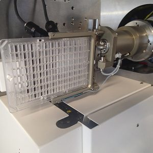 Plate Manipulator mounted on a MD2-S X-ray microdiffractometer - front view - Arinax Scientific Instrumentation
